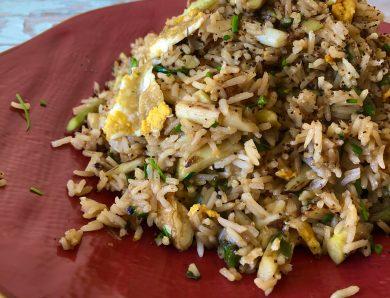 Riso fritto con asparagi e uova